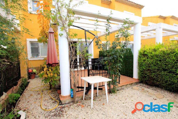 En venta casa adosada con pequeño jardin privado en calpe