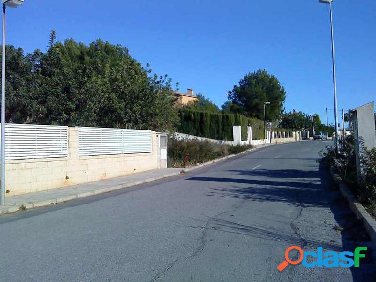 Parcela de 1.800 m2 con poco desnivel en residencial La Coma, a 3Km de Castellón capital