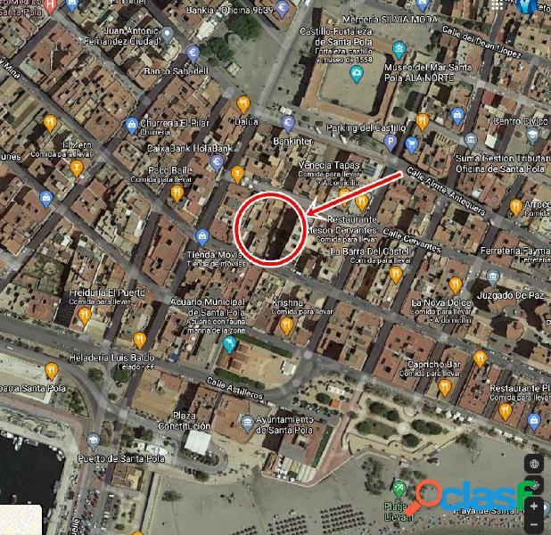 Casa solar de 298 m2 junto a glorieta y calle del muelle.