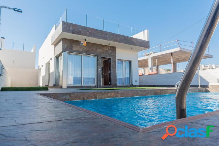 Villas contemporáneas ubicadas junto al exclusivo campo de golf de villamartín