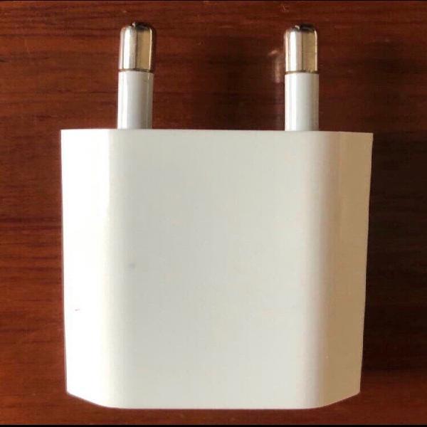 Adaptador blanco iphone.original.nuevo a estrenar