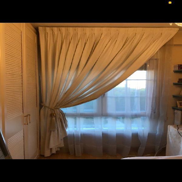 Caída de cortina de piqué blanco roto