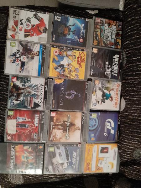 Playstation3 con 15 juegos y 2 mandos