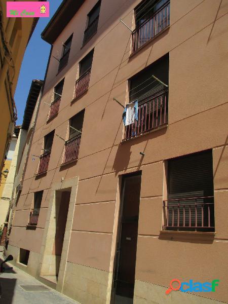 Duplex de tres habitaciones, dos baños, cocina comedor, terraza y despensa