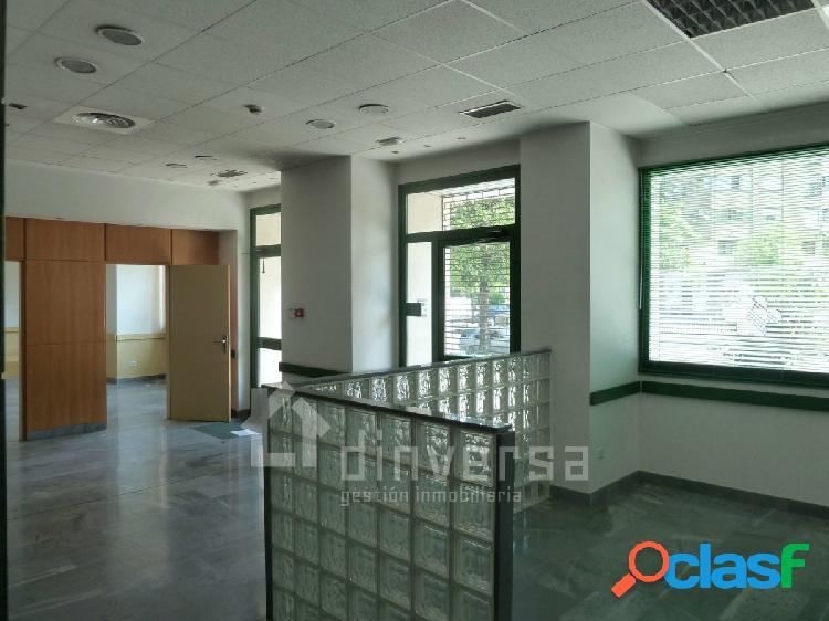 Amplio local para oficinas totalmente instalado de 320 m2. Al lado CC. Los Prados 2