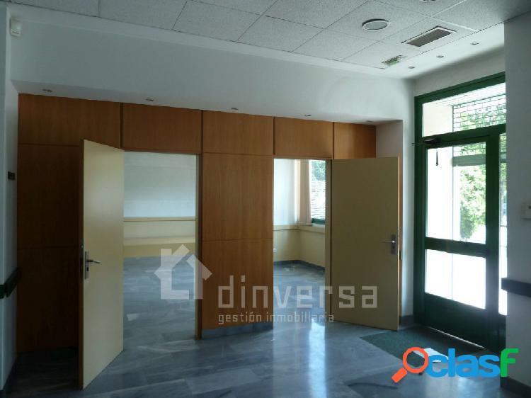 Amplio local para oficinas totalmente instalado de 320 m2. Al lado CC. Los Prados 3