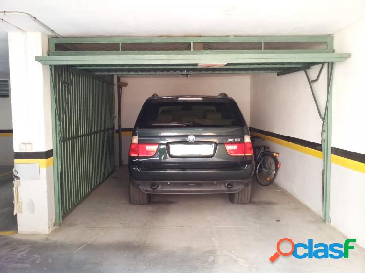 Plaza de garaje cerrado en bahia blanca