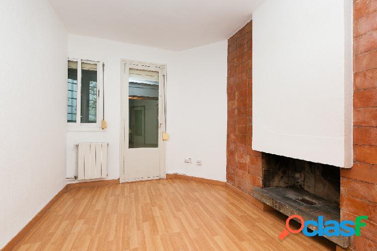 Piso con 2h. salon con chimenea y pequeña terraza cerrada 2