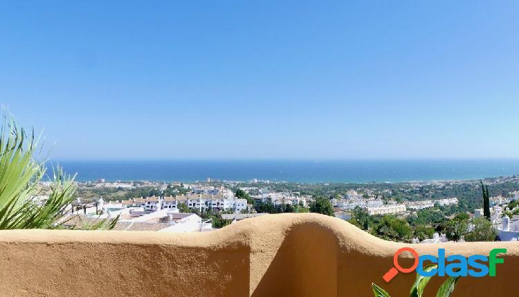 Fabuloso ático con espectaculares vistas panorámicas al mar en el portón 7 de calahonda.