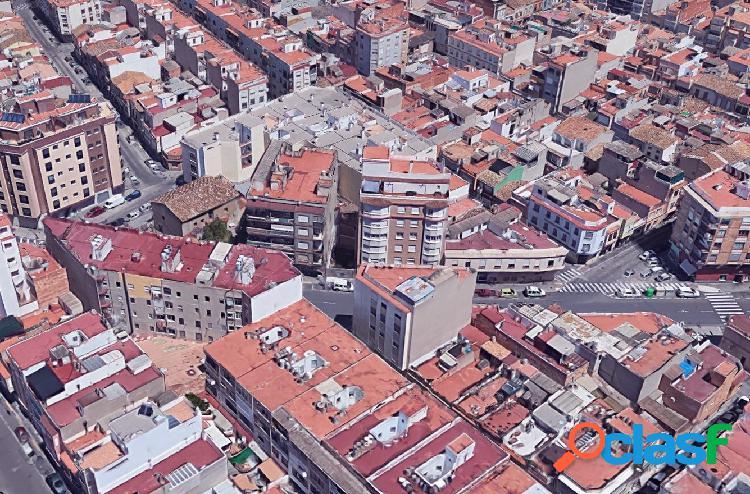 Solar urbano finalista con una superficie de 51 m² en ronda pedro iv