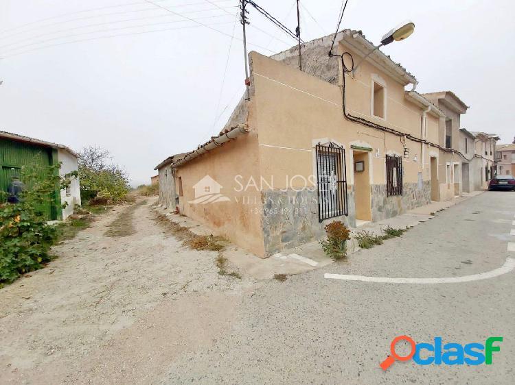 Se vende casas con varios almacenes y terreno para reformar en barbarroja hondón de los frailes