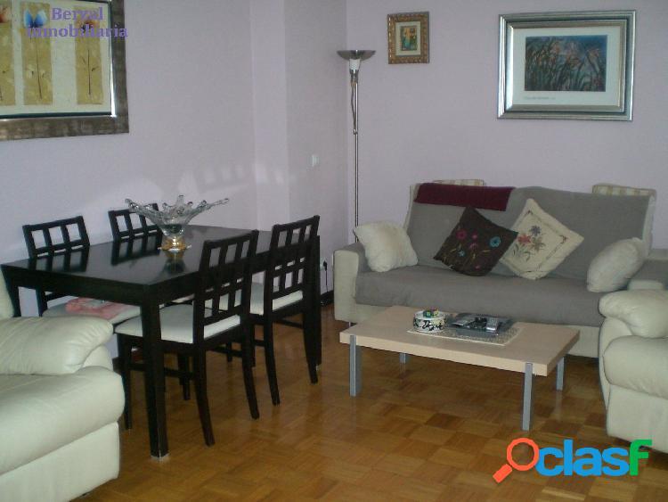 Chalet adosado muy bonito en zona yagüe, cuatro habitaciones, dos baños y un aseo. terraza y jardín