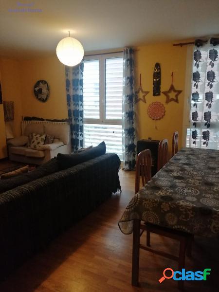Piso de tres dormitorios, dos baños, garaje y trastero, en zona El Cubo 3