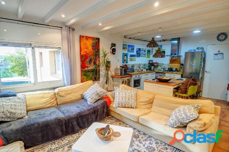 Piso de dos habitaciones con balcón y terraza en av. olesa de bonesvalls