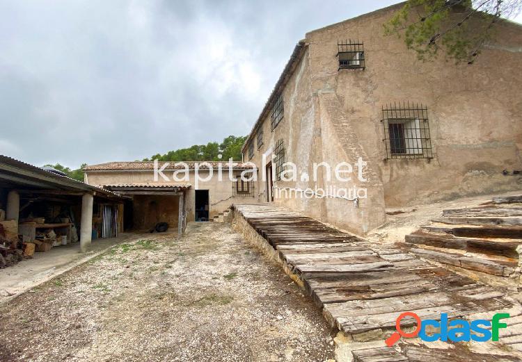 Casa rústica a la venta en plena montaña en font de la figuera
