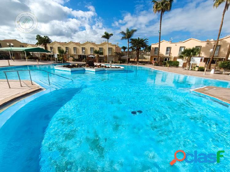 Apartamento tipo duplex, con terraza y piscina comunitaria