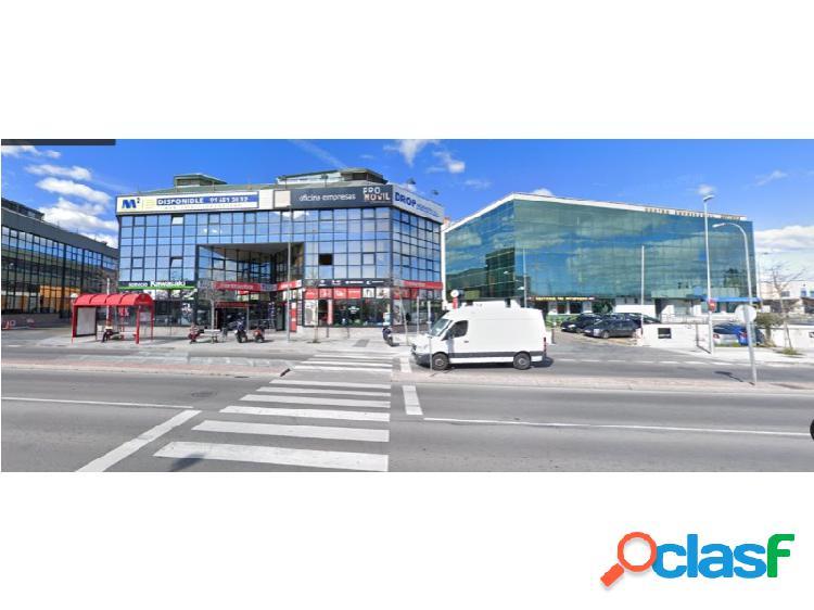 Situado en el l barrio de la estación, es un punto de paso para los habitantes locales. polígono muy transitado y con mucho mercado activo
