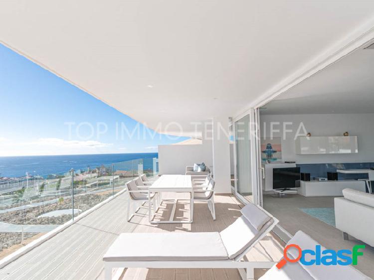 Lujoso y espacioso apartamento de dos habitaciones con vistas al mar en Baobab Suites.