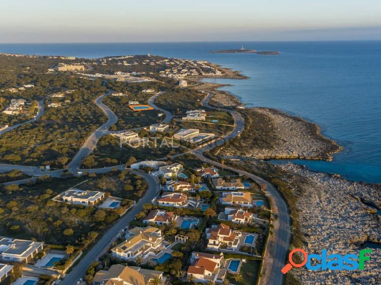 Parcela urbana edificable con vistas al mar en venta en menorca