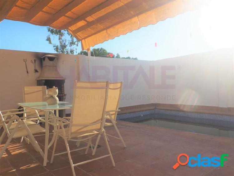 Casa adosada con piscina privada en nueva alcala