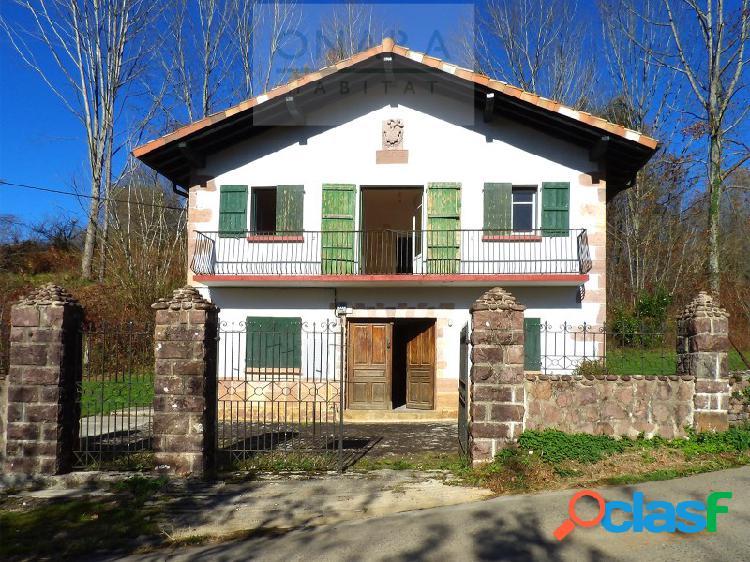 Casa rústica independiente en arizkun, baztán, navarra.