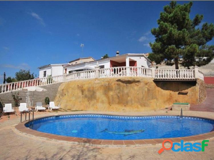 Espectacular casa, con piscina a 6km de la playa- urbanización aiguaviva - alquiler opción compra-licencia turística
