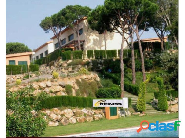 Casa con zona comunitaria-piscina - garage, jardín y solárium privado //alquiler opción a compra