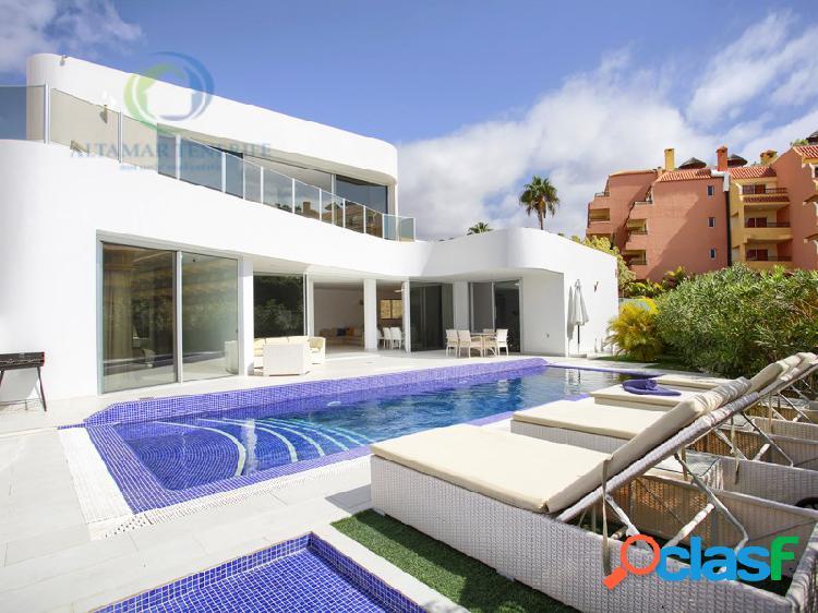 Villa moderna en costa adeje