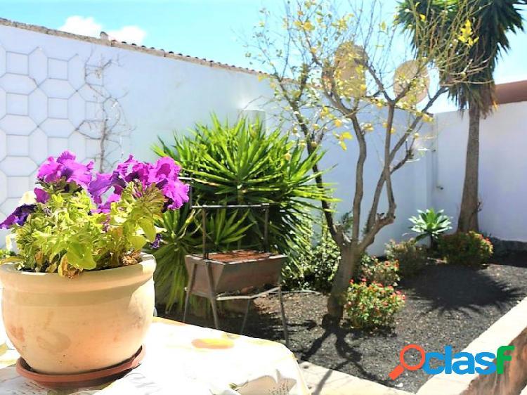 Preciosa villa de 6 habitaciones, piscina privada y vistas al mar en la zona residencial de Chayofa 3