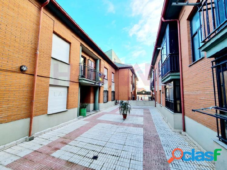 En san cristóbal de la cuesta se vende piso tipo duplex distribuido en salón, cocina, 2 dormitorios y baño.