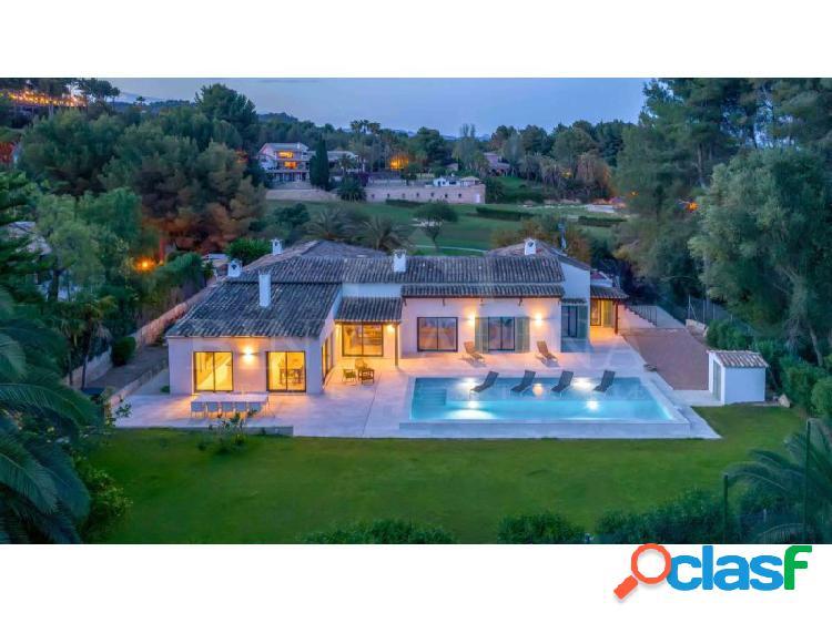 Espectacular villa de diseño totalmente reformada en el corazón del prestigioso golf de son vida