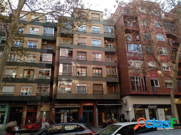 La jota, calle molino de las armas. vivienda con terraza de 3 dormitorios, salón, cocina y baño.