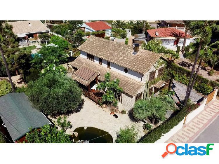 Casa de 250m², 5 habitaciones, 4 baños, sauna, a 500m de playa muchavista, parcela de 900m²