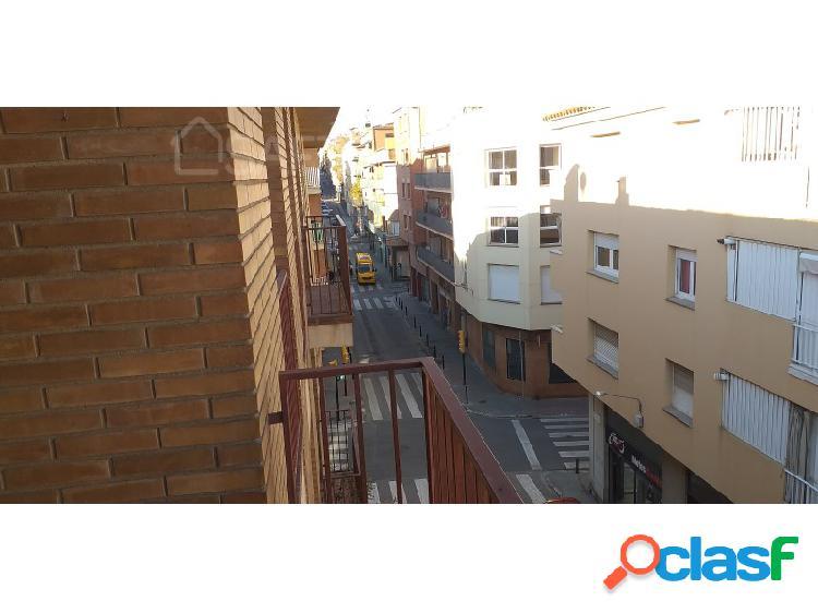 Piso exterior en una de los calles mas importantes de figueres