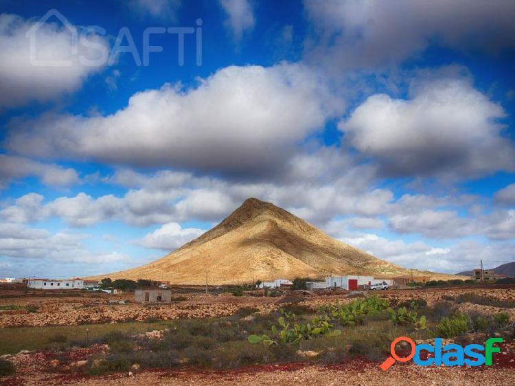 Inmejorable terreno con preciosas vistas a la montaña y al mar, en tindaya- la oliva- fuerteventura