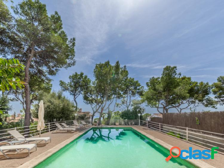 Villa en Old Bendinat en venta con vistas al mar y mucho potencial