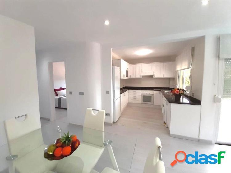 Precioso piso en la zona residencial de Costa d en Blanes con piscina comunitaria y parking
