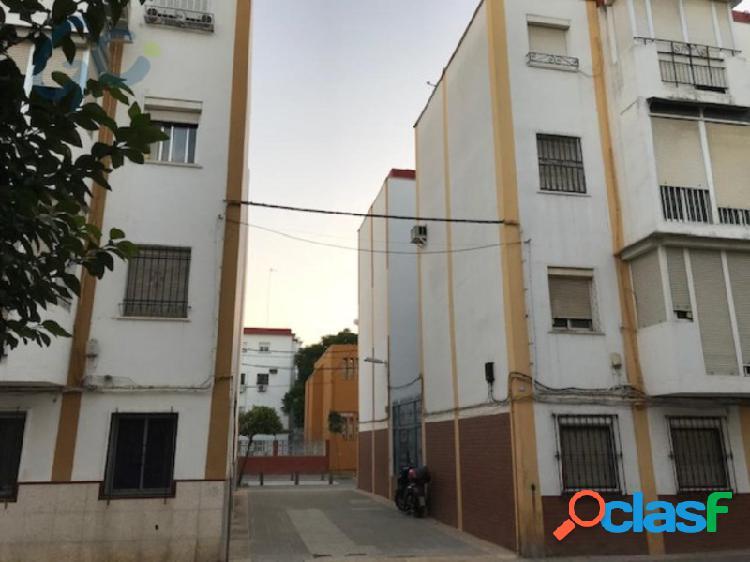 Gc vende piso en sevilla en la zona de polígono norte.