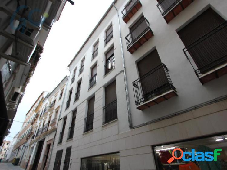 Gc pone a la venta un piso muy luminoso en el centro urbano de antequera.