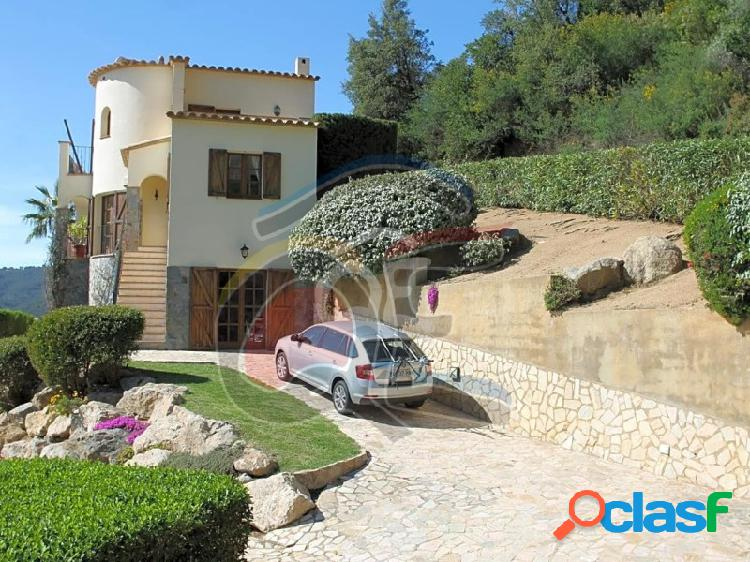 Villa rústica en vizcondado de cabanyes y terreno urbano.