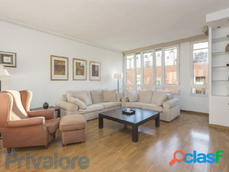 Excepcional piso muy luminoso en arquitecte sert (vila olímpica)