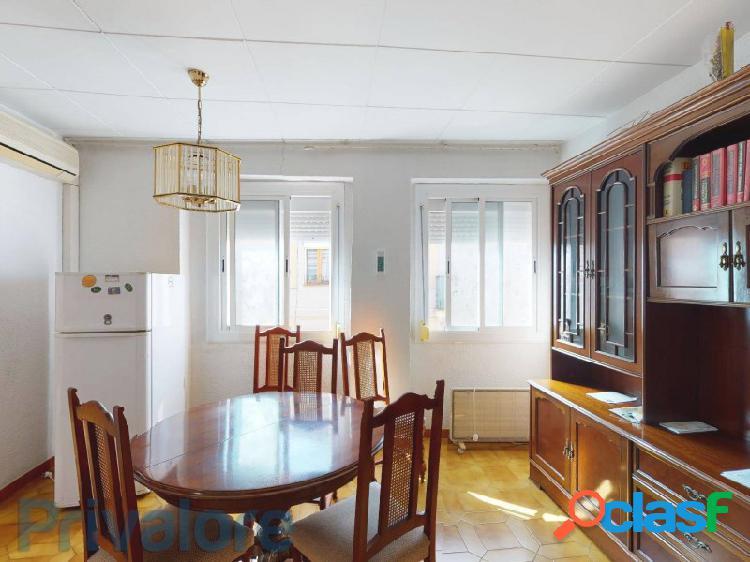 Luminoso piso en c/fontrodona (poblesec) a la altura de blai