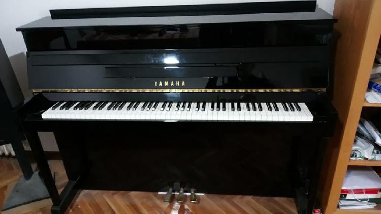 Piano yamaha e110n