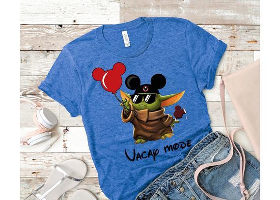Modo vacay -yoda con orejas de mickey en holidays-baby yoda