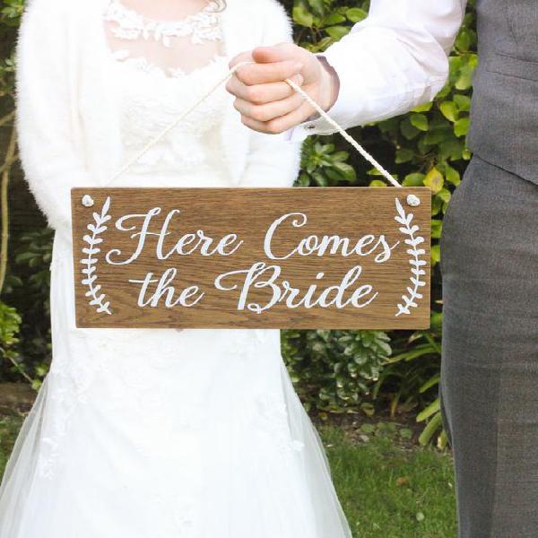 Aquí viene el signo de la novia, signos de boda de madera,
