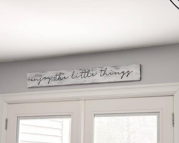 Disfrute del signo de madera de little things - decoración