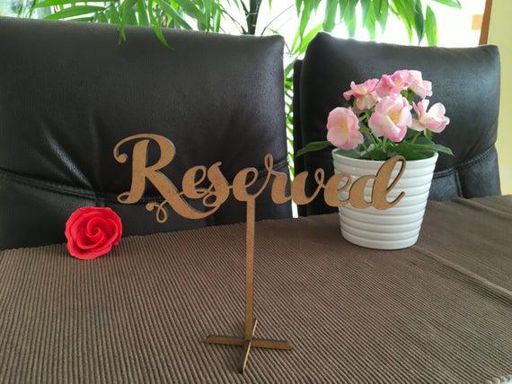 Madera reservada mesa signo independiente signo de boda de
