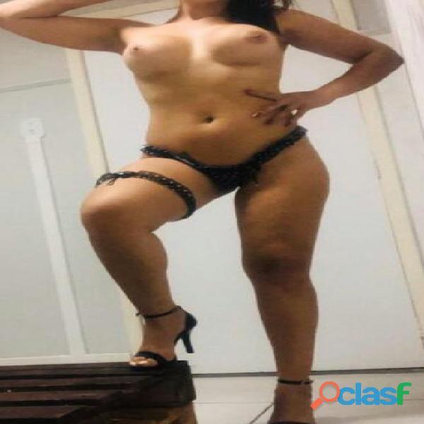 Mujerona de curvas calientes belleza, morbosa