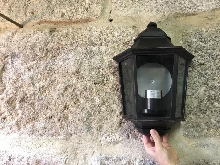Apliquefarol exterior estilo rústico para pared