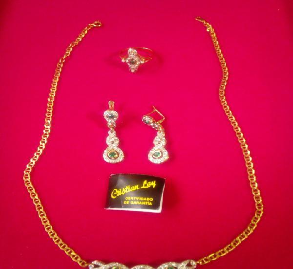 Conjunto colgante, cadena, anillo y pendientes chapados en